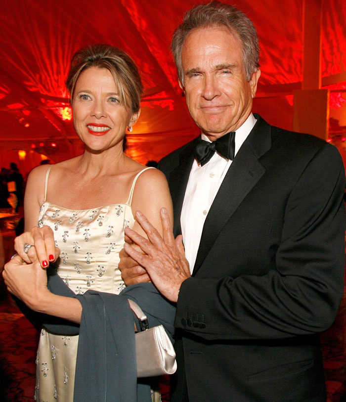 A photo of Warren Beatty and Annette Bening a couple with a 21-year age gap